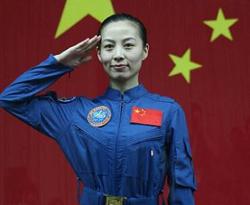 China launches three person crew on Shenzhou-10 ... Wang Yaping