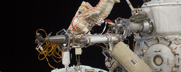 Russian EVA breaks record – EMU troubleshooting continues ...