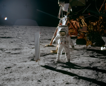 2014-07-20 12_42_00-Aldrin_Next_to_Solar_Wind_Experiment_-_GPN-2000-001211.jpg (3928×3944)