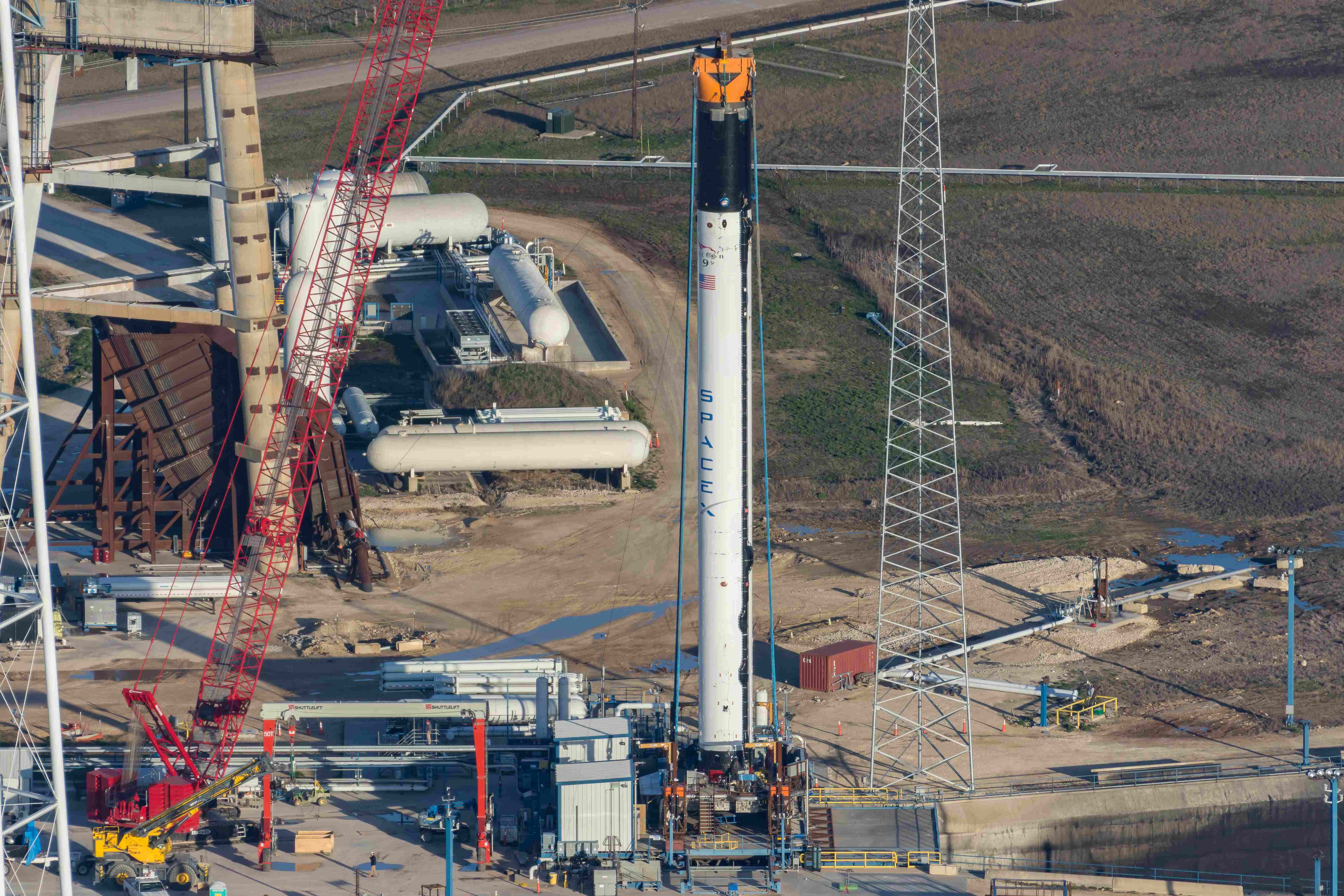 First Falcon 9 Block 5 arrives at pad 39A for hotfire test
