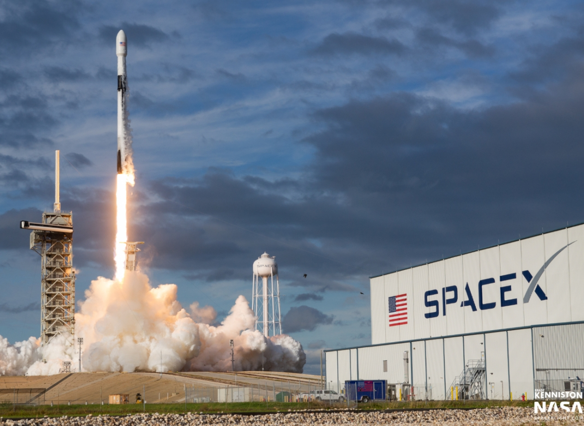 SpaceX Falcon 9 launches Es'Hail-2 from 39A ...