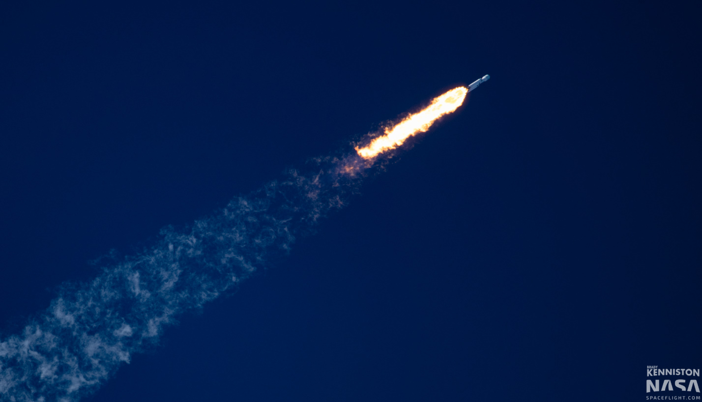SpaceX Falcon Heavy launches Arabsat-6A - NASASpaceFlight com