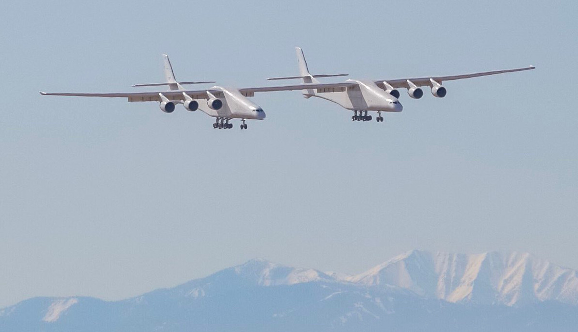 Roc - the world's largest plane - takes flight ahead of Stratolaunch