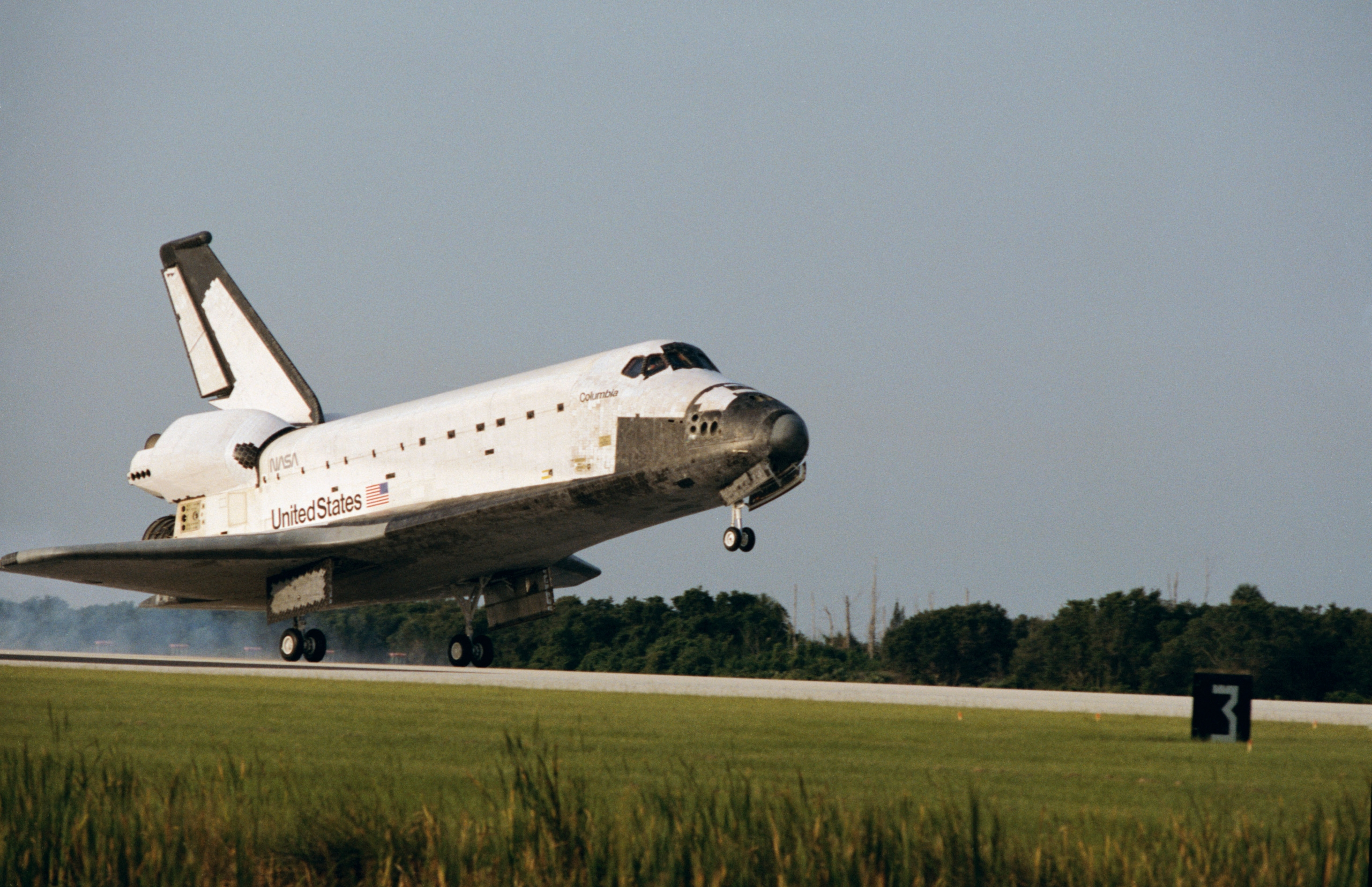 Space Shuttle Columbia piloted by Ken Bowersox lands at the Kennedy Space Center at the conclusion of STS-50 – via L2