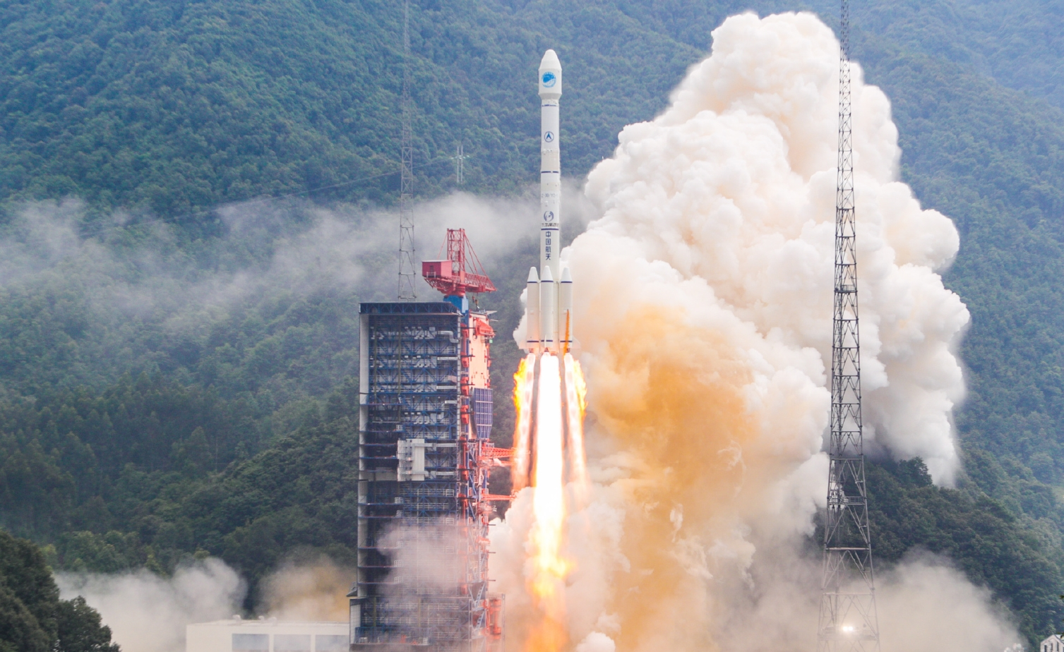 Long March 3B launches APStar-6D