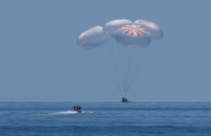 Demo-2 safely returns Bob and Doug to Earth to conclude historic start to new Commercial Era - NASASpaceFlight.com
