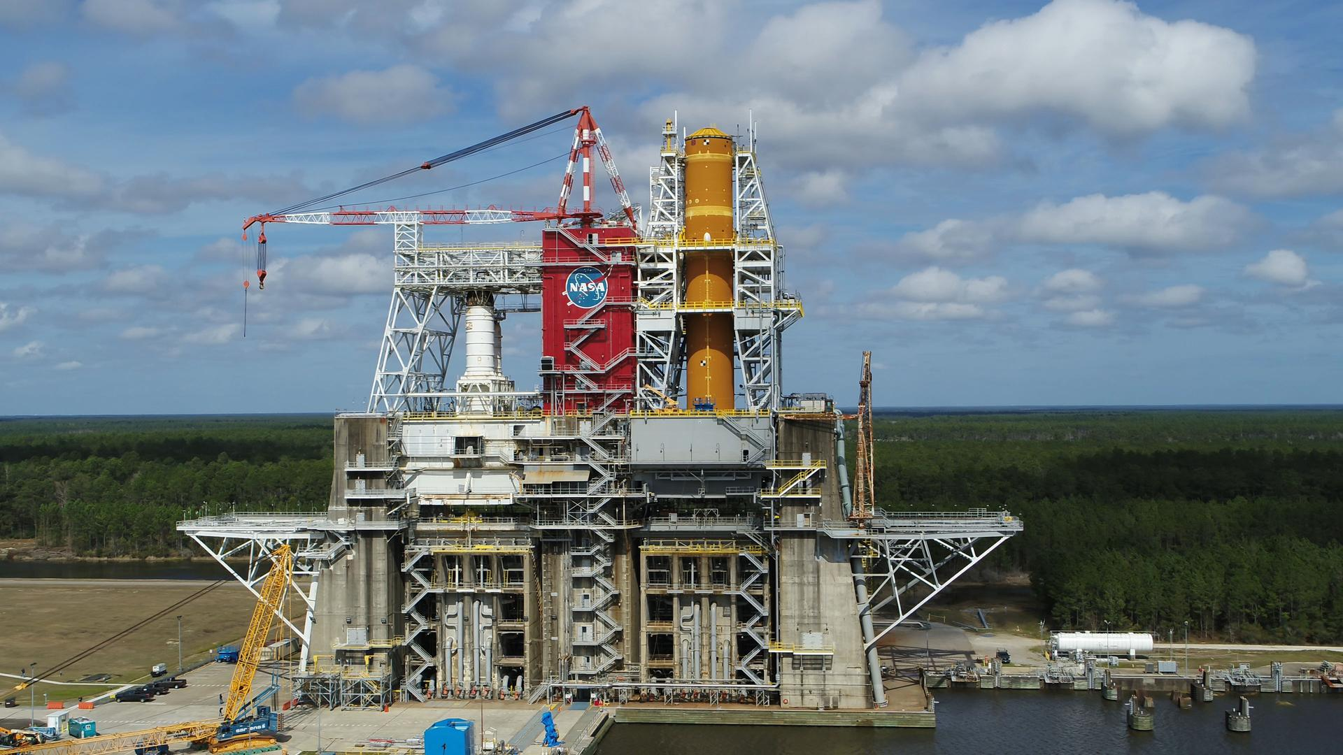 SLS Core Stage nearing home stretch for Green Run tanking test