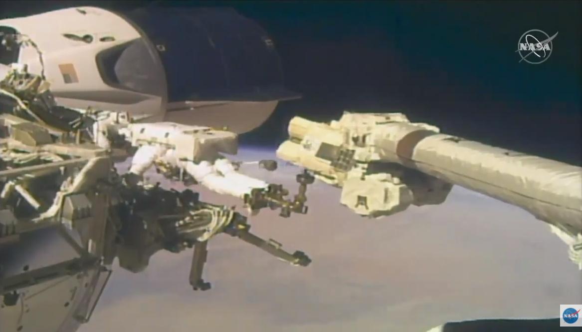 Astronauts upgrade Columbus laboratory during spacewalk